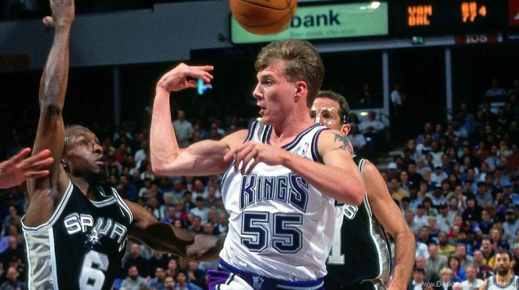 El pase de codo fue popularizado por Jason 'White Chocolate' Williams durante su etapa en los Kings de Sacramento.