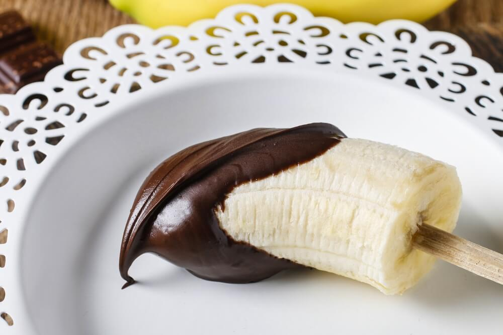 banana bañada en chocolate