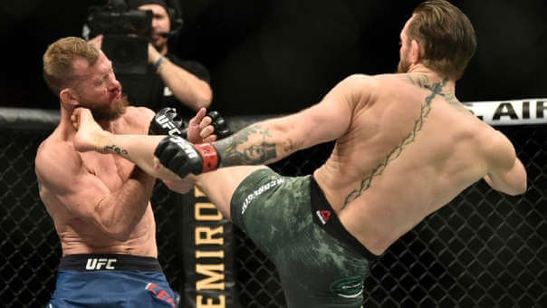 Conor McGregor luchando en la UFC.