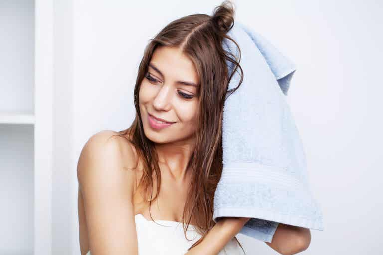 Mascarillas caseras para el cabello dañado o seco