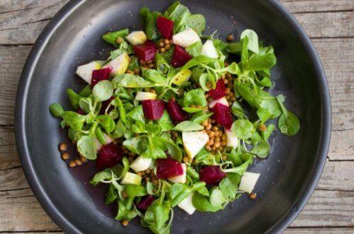 Ingredientes para una ensalada dulce deliciosa