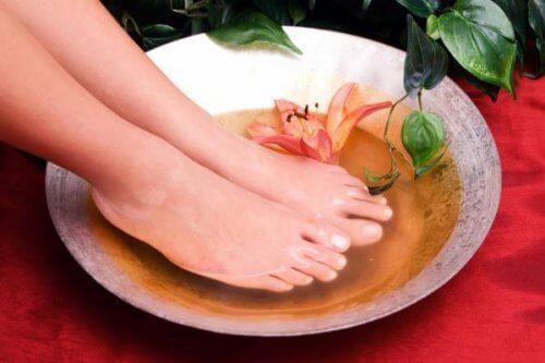 Limpiar los pies para que huelan ricos