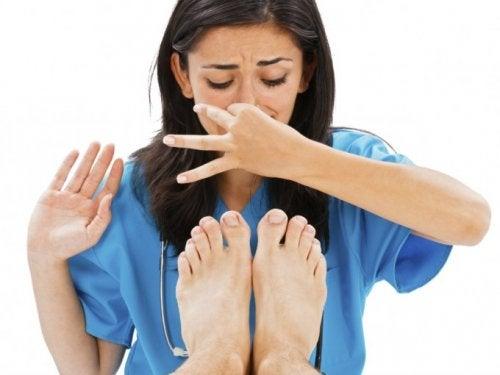 Remedios caseros para evitar los pies olorosos