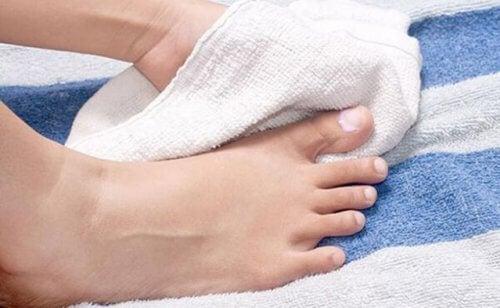 secar bien pies