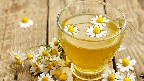 Ромашковый чай для обесцвечивания волос
