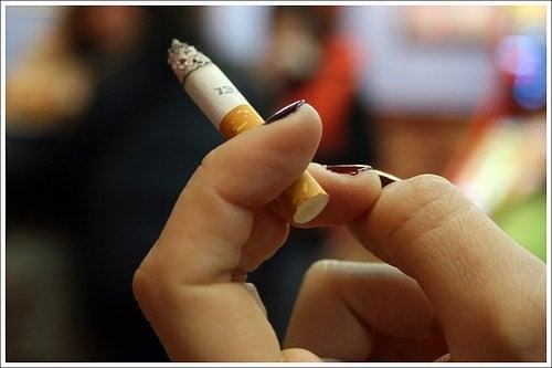¿No puedes dejar de fumar? Beneficios y consejos para conseguirlo