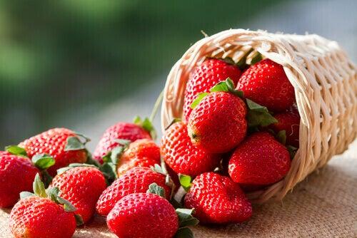 ¿Qué nos aporta una fresa? Conoce sus beneficios