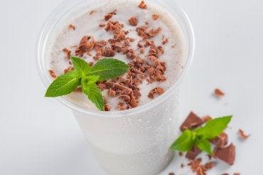 Receta para lucirte: copa helada de natillas de chocolate y plátanos