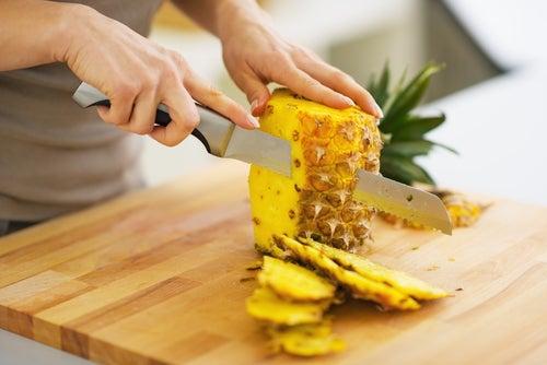 La piña es un alimento delicioso con múltiples propiedades.