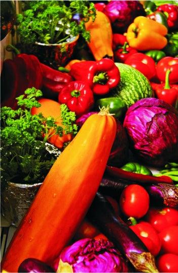 Descubre qué beneficios aportan los vegetales según su color