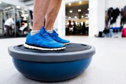 El bosu, un instrumento para mejorar tu estado físico