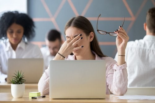 Vista cansada y ojos rojos: ¿qué hacer para obtener alivio?