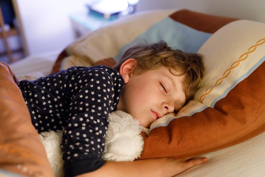 Hay rituales que ayudan a tu hijo a dormir mejor.