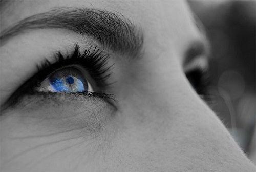 Vista cansada y ojos rojos, ¿Cómo ponerle remedio?