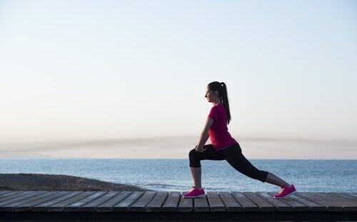 Mujer prácticando yoga