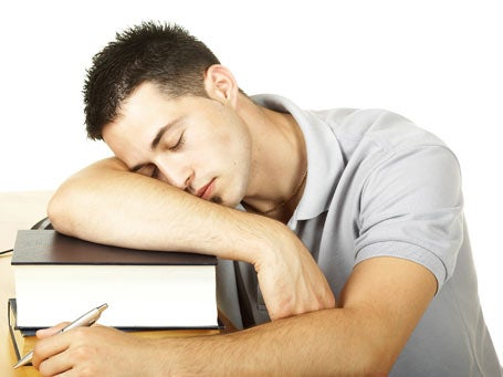 Las molestias del cansancio mental son mucho mas fuertes y perturbadoras que las que provoca el cansancio físico.