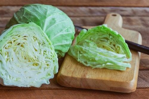 Beneficios de comer col verde.