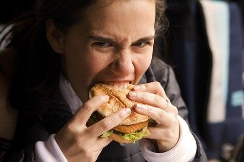 Cómo reducir la sensación de hambre mientras haces una dieta