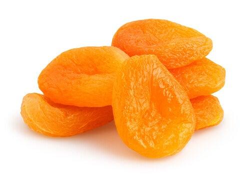 Frutas secas en el alimento cuando una mujer tiene la menopausia.