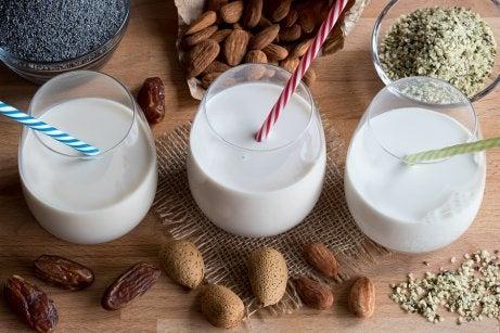 Beneficios de la leche de almendras — Mejor con Salud