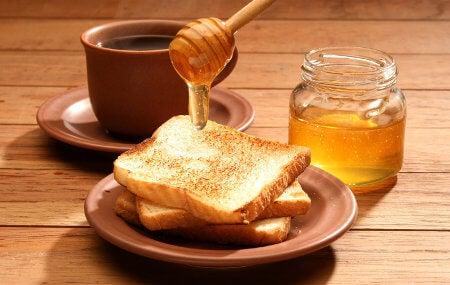 Miel sobre pan tostado