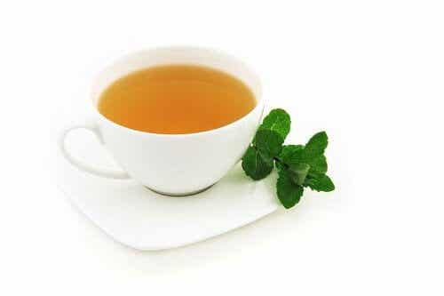 Propiedades del té de menta, desde la digestión hasta la relajación