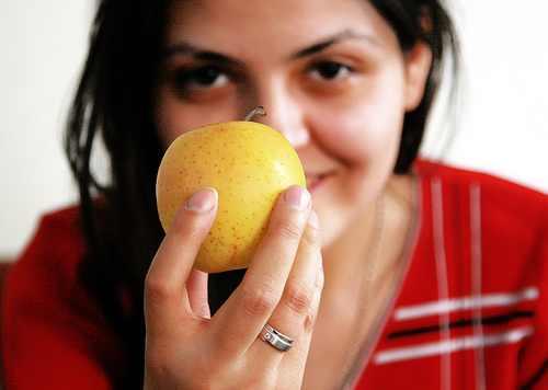 Comer una manzana al día te mantiene sano y te ayuda a prevenir o combatir el cáncer