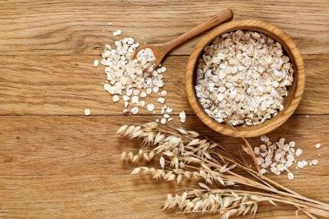 Cereales de avena en un cuenco