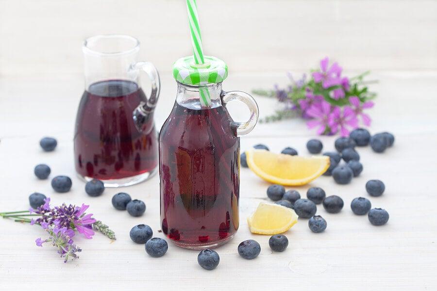 ¿Se pueden tratar las infecciones urinarias con zumo de arándanos?