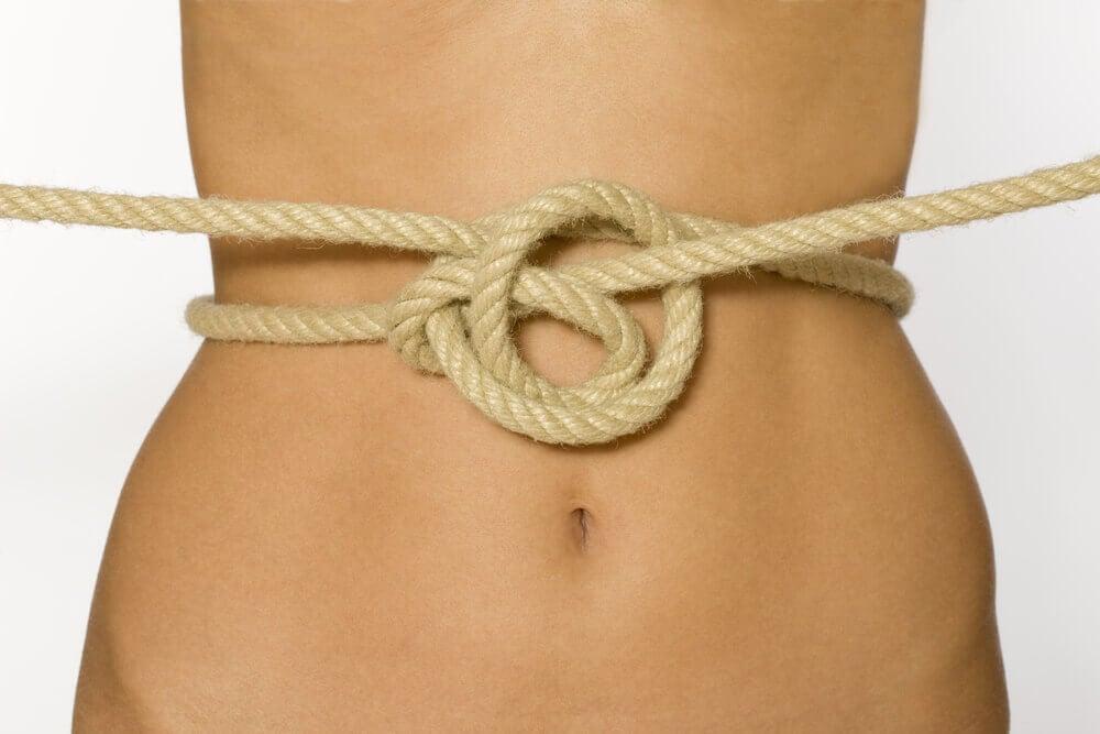 Cuerda sobre el abdomen