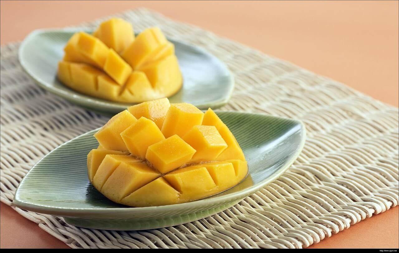 Mangos sobre un platos