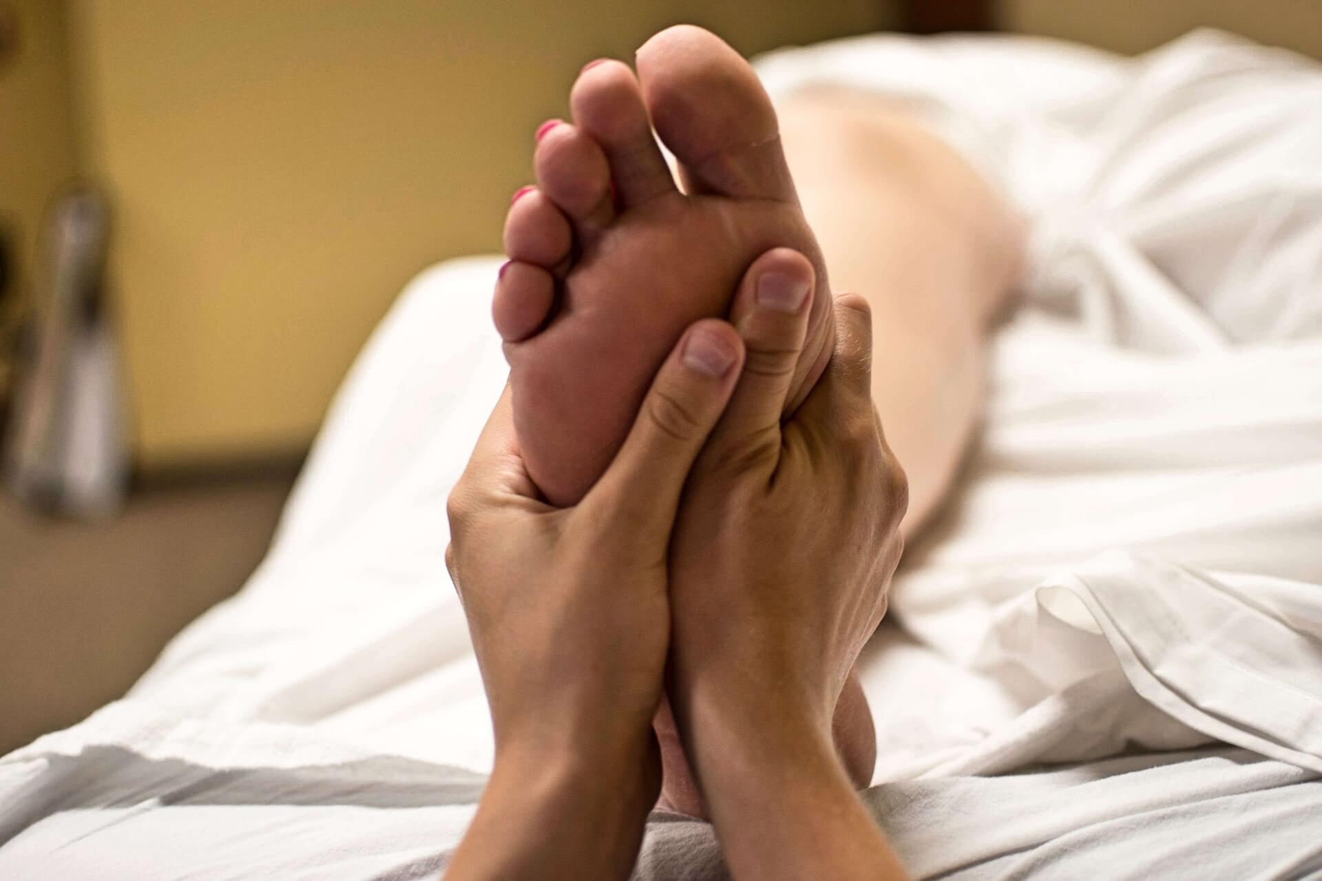 Masaje en los pies.