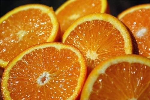 ¿Es saludable consumir el zumo de naranja?