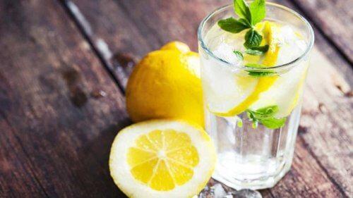 Zumo de limón y aloe vera