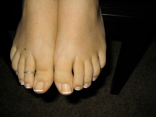El tratamiento de la uña encarnada en el pie del niño