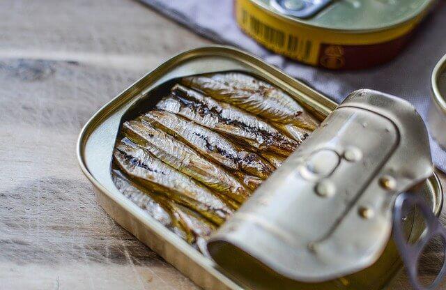 Las sardinas son alimentos que contienen calcio.