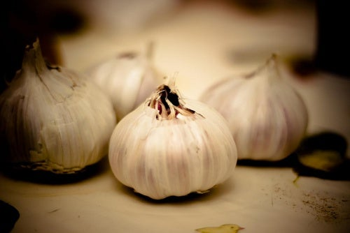 Four cloves of garlic.