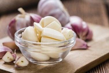 Dientes de ajos pelados
