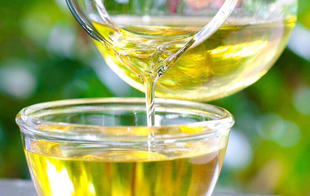 Aceite de oliva para curar los talones agrietados.