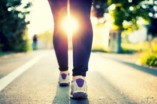 Caminar en el atardecer