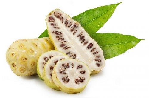 El noni: la fruta y sus beneficios