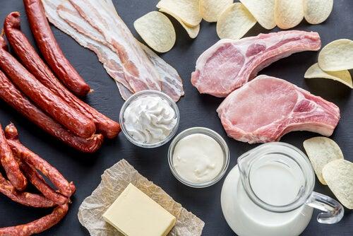 ¿Qué son las grasas saturadas y en qué alimentos se encuentran?