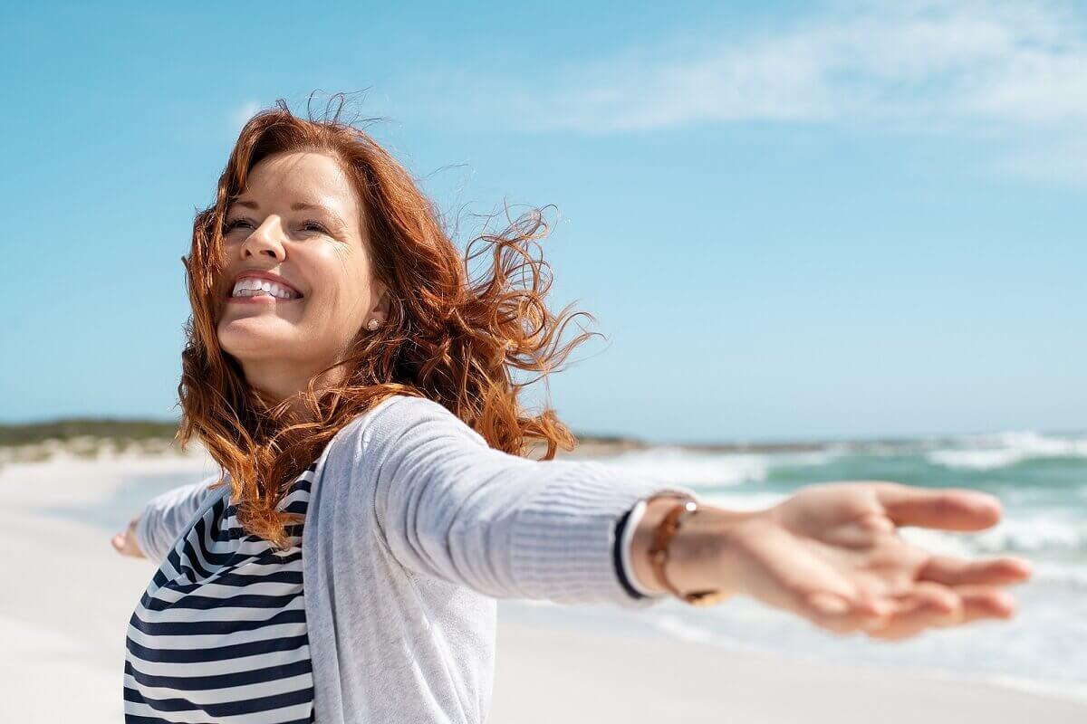 Tomar sol para ganar salud es recomendable.