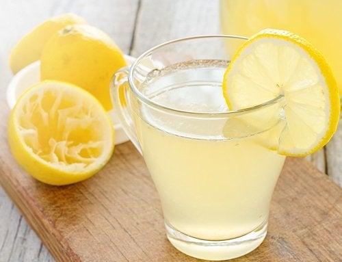 Hacer un té para adelgazar con la ayuda del limón