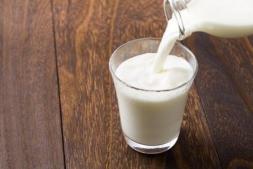La leche y los derivados lácteos son ricos en triptófano.