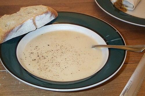 Sopa de ajo con cebolla