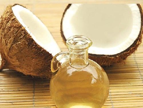 El aceite de coco es ingredientes para cremas corporales caseras para piel sensible