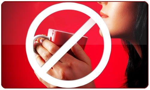 Se recomienda evitar el consumo de café y productos con cafeína si es posible.