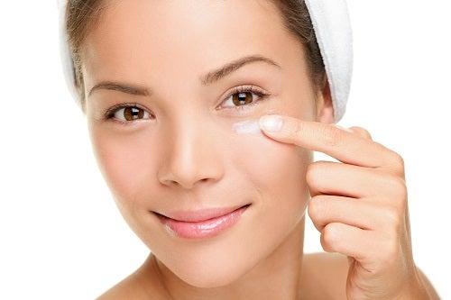 Crema antiarrugas natural para el contorno de ojos
