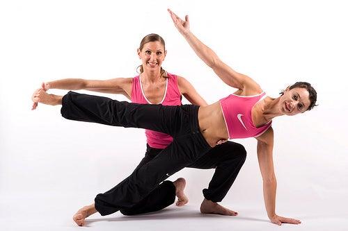 Ejercicios con estiramientos para mejorar la postura.
